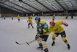 Eishockey im Areal der Skihalle